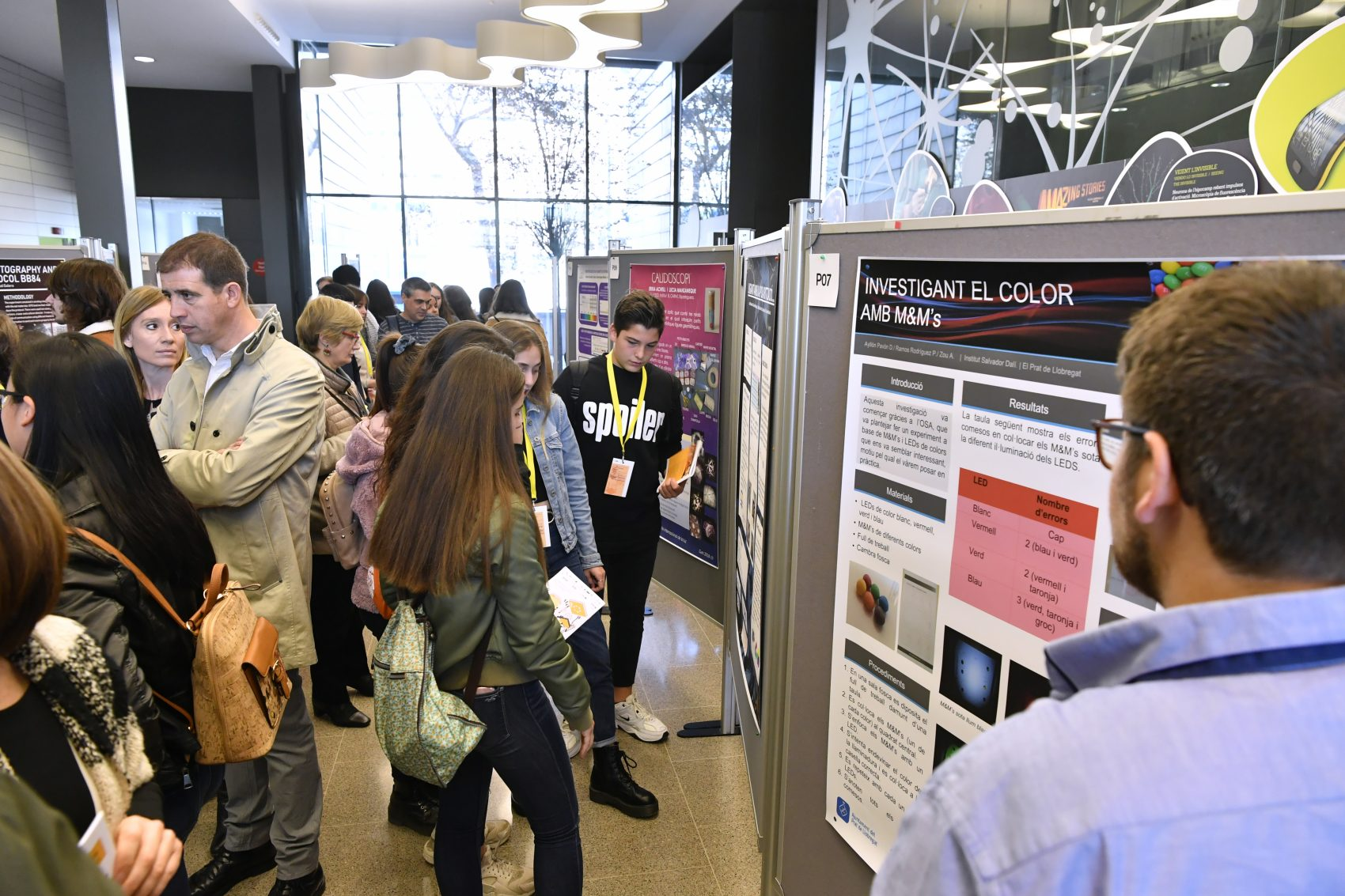 People looking at the posters of the Young Photonics Congress
