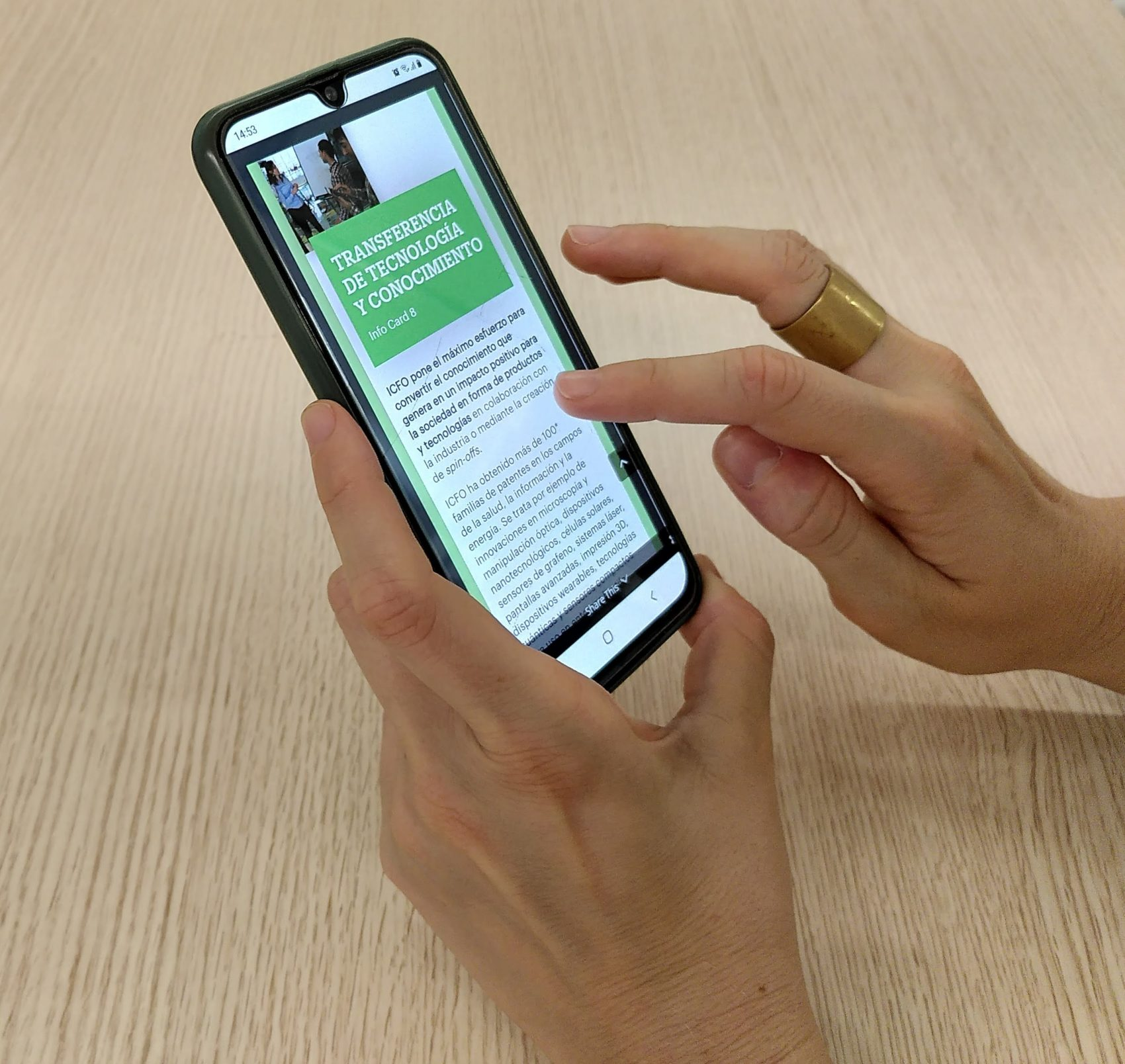 Person participating to the ICFO Decide Game through her mobile phone
